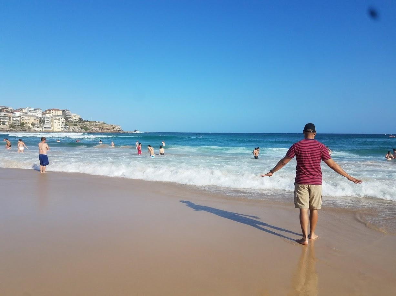 ste-do-cli-visits-bondi-beach
